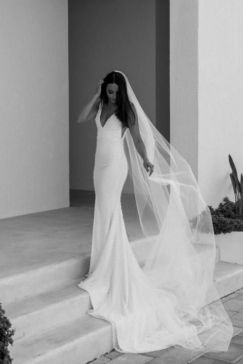 The Chapel Veil - A single-layer long veil, chapel veils are usually two – two and a half meters long. | www.rossiniweddings.com
